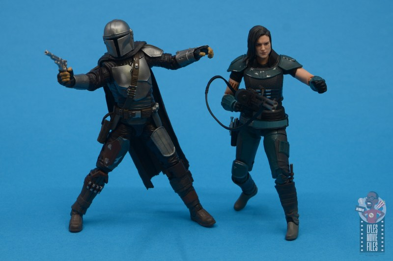 star wars the black series the mandalorian beskar armor figure review - back to back with cara dune