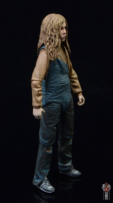 neca aliens newt figure review - right side
