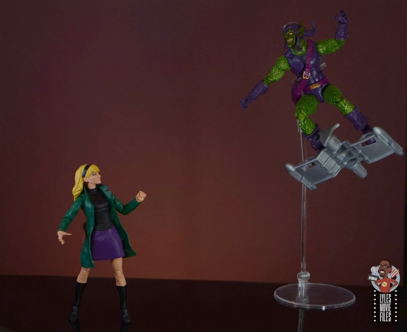 marvel legends retro gwen stacy figure review - green goblin chasing