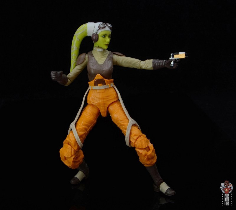 star wars the black series hera syndulla figure review - aiming blaster