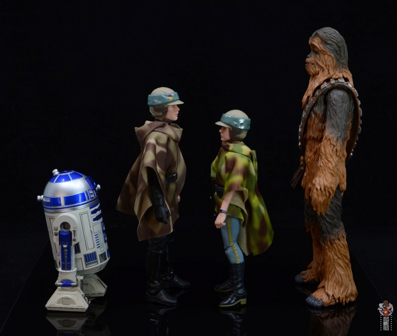 star wars the black series princess leia endor figure review - facing r2-d2, luke skywalker and chewbacca
