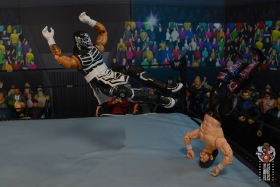 aew unrivaled pentagon jr figure review - rope dropkick onto kenny omega.png