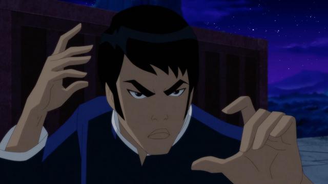 batman soul of the dragon review - Richard Dragon hands-focus