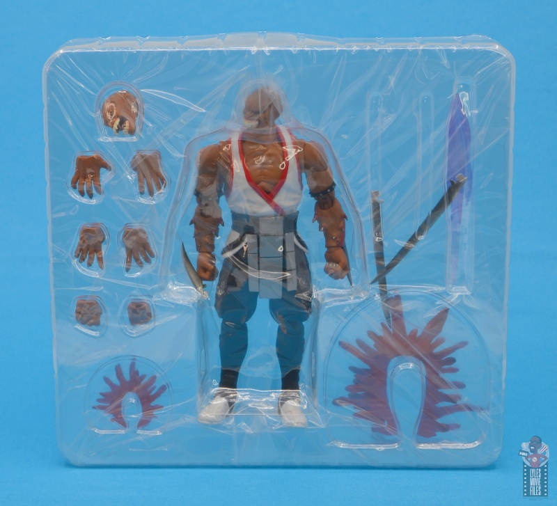 storm collectibles mortal kombat baraka figure review - accessories in tray