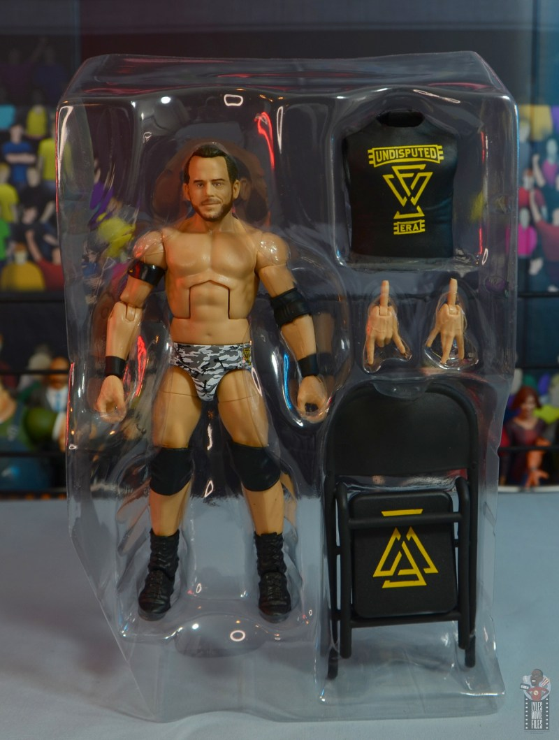 wwe elite 72 roderick strong figure review - accessories