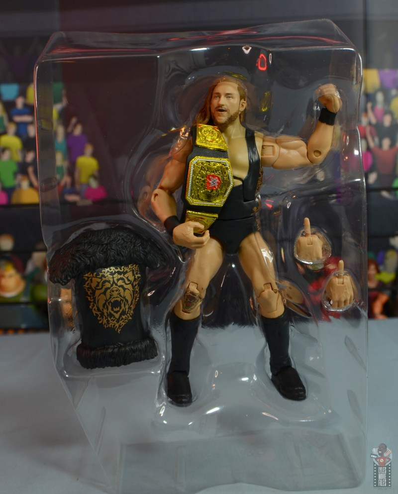 wwe elite 75 pete dunne figure review - accessories in tray