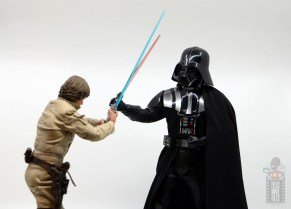 hot toys empire strikes back darth vader figure review - casual block on luke's strike
