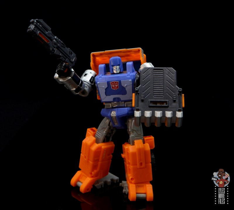 transformers kingdom war for cybertron huffer figure review - with blaster and shield