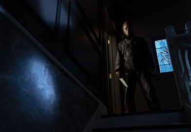halloween-kills-review-michael-myers-on-stairwell