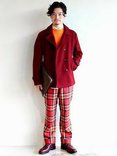 赤のPコート×オレンジ色ニット×チェックパンツ×赤茶のブーツ