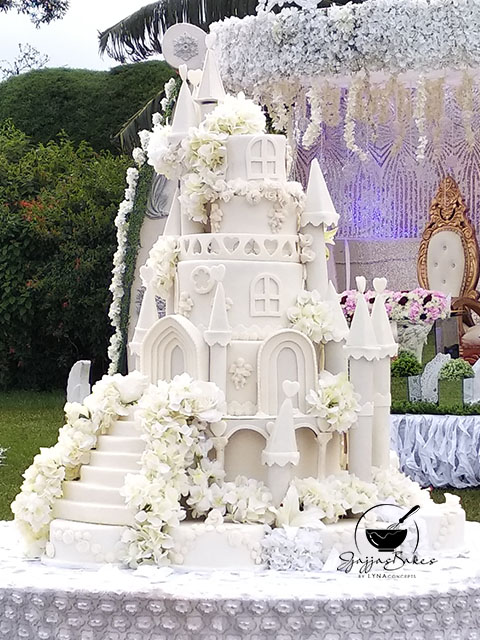 lynaconcepts.com_Castle_Wedding_Cake_05