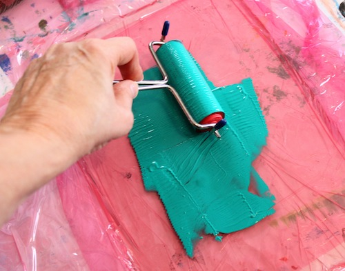 Spreading paint over gelatin plate