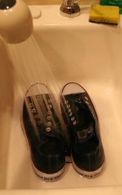 d2f19afeddbb CREYUG7 Converse Chucks low tops w Swarovski Crystals Pink   Pin. I let the  shoes sit for 5 minutes