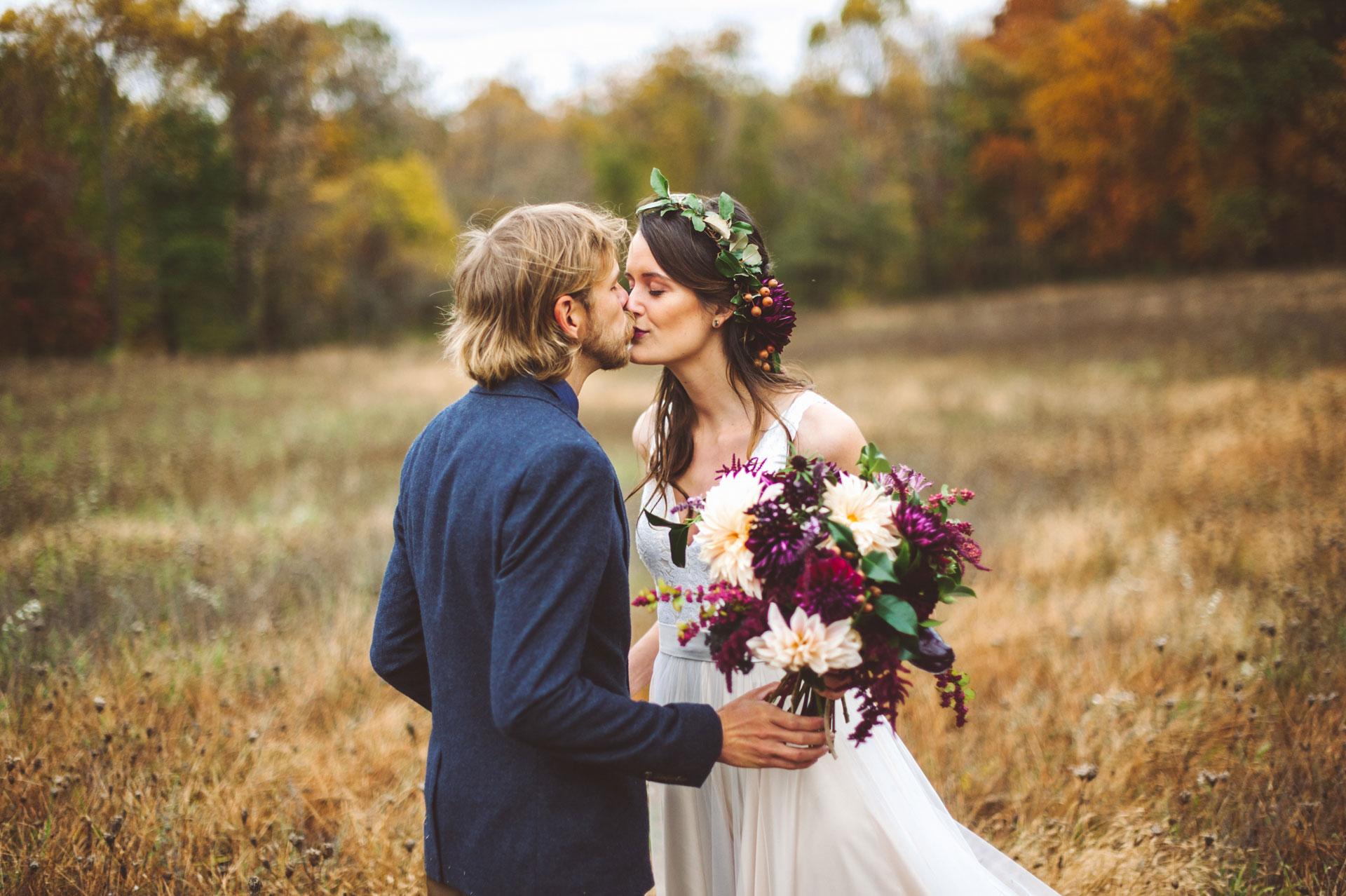 Hand in Hand Wedding, flowers by LynnVale Studios, photo by Rebekah J. Murray