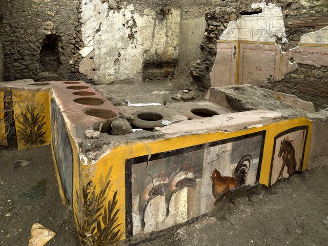 """Un """"fast-food"""" antique découvert intact dans les ruines de Pompei"""