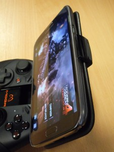 Moga Pro with Galaxy Note 2 - close-up of phone holding grip