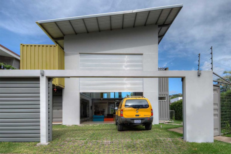 the-shipping-container-constructed-casa-incubo-by-maria-jose-trejos-14