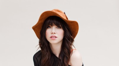 Carly Rae Jepsen – This Love Isn't Crazy