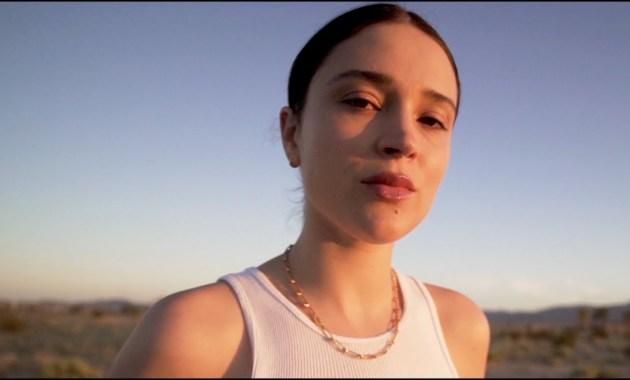 Lolo Zouaï - Beautiful Lies (Cold) Lyrics
