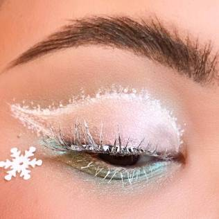 MAC Cosmetics Snowball