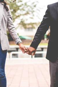 craft-your-dating-story-holding-hands