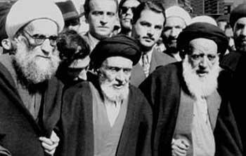 کاشانی و آخوندهای دیگر همیشه به ایران خیانت کرده اند. گروه آدم کش فداییان اسلام، و لات های تهران مانند شعبان بی مخ، از نوچه ها و کارگزاران کاشانی بودند.