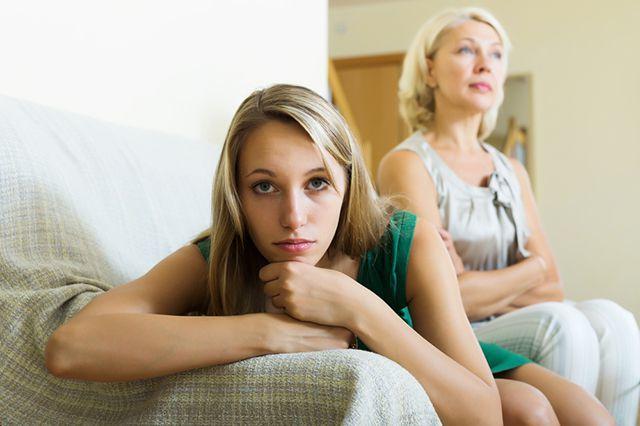 لعنة الأم: علامات وكيفية إزالة نفسك