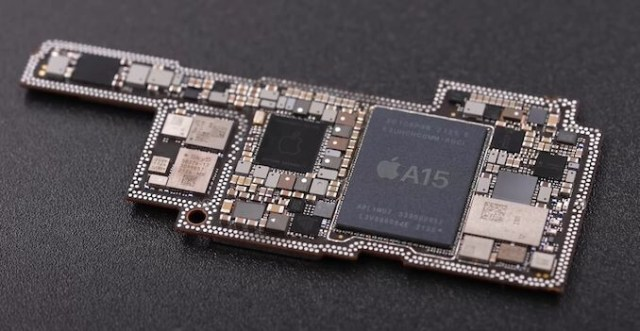 Image source微机分WekiHome - Apple's A15 chipset 62% faster than competition in independent tests