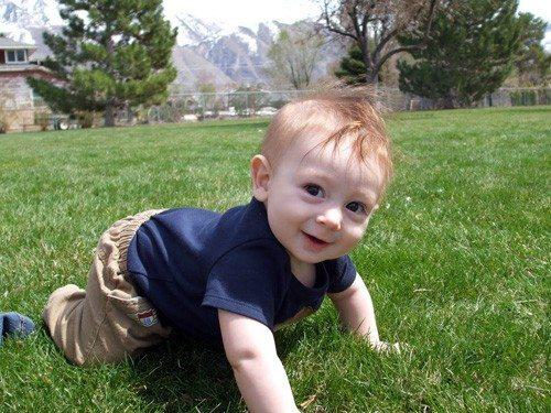 cutest-crawling-boy
