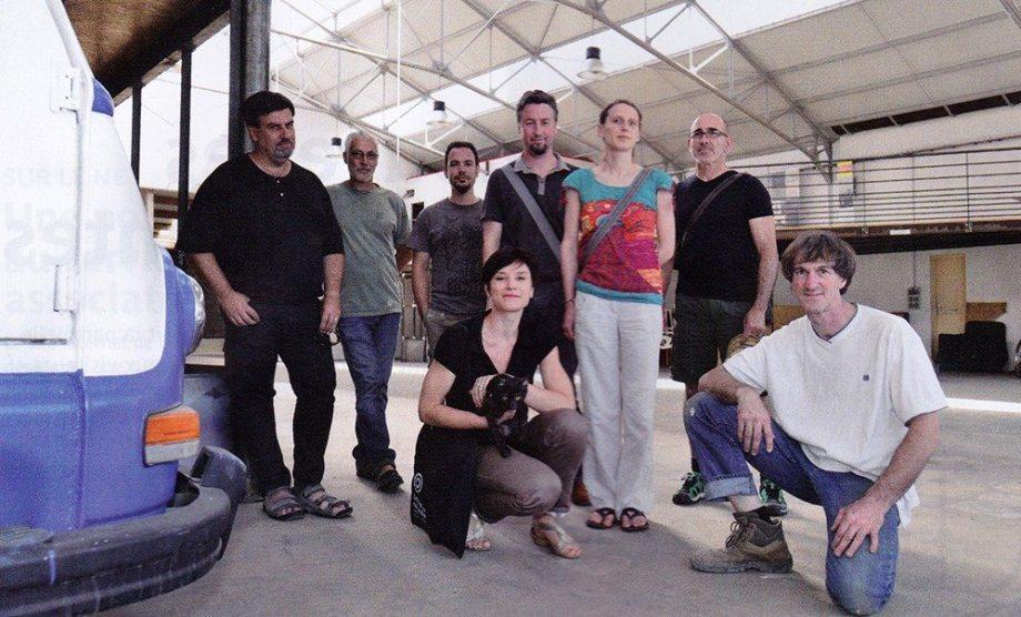 """Les nouveaux """"locataires"""" du Garage en compagnie de Franck Hamon, propriétaire du lieu (à droite sur la photo)"""