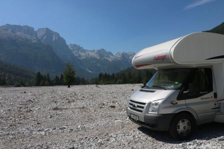 Wohnmobil überquert Valbonatal, Albanien