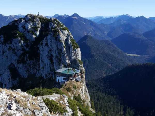 Blick zur Tegernseer Hütte unterhalb des Buchsteins