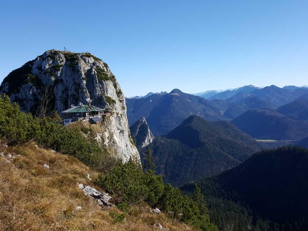 Blick zum Buchstein mit Tegernseerhütte im Vordergrund