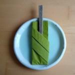 ナプキンで作るお箸入れでホームパーティーのテーブルを華やかに!ナイフやフォークにも!