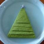 クリスマスにはナプキンで作ったクリスマスツリーでステキにテーブルデコレーション!