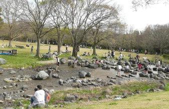 万博公園内の川
