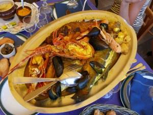 bouillabaisse a la langouste avec soupe de poisson encornet langoustine encornet rouille rapé croutons