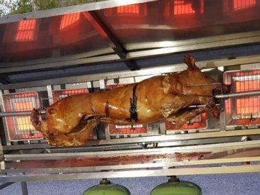cuisson d'un cochon de lait