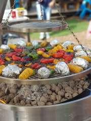 barbecue rond géant en inox double étage a manivelle légumes grillés poivrons epis de maïs