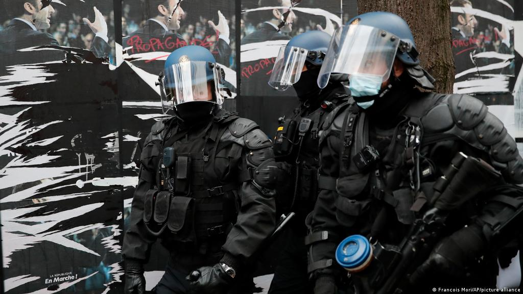 France Police And Protesters Clash At Security Law Rally News Dw 05 12 2020