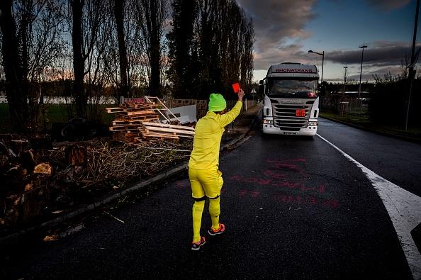 Le Havre: un chauffeur poids lourd fonce sur des Gilets jaunes pour «aider les policiers à débloquer» un rond-point