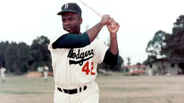 Dodgers revelarán estatua de Jackie Robinson fuera del estadio