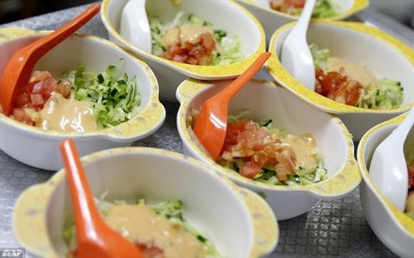 Đây là những bát salad để phục vụ tại Trung                                                          tâm Delcare                                                          Edu, một nhà                                                          trẻ tại trung                                                          tâm khu kinh                                                          doanh của                                                          Singapore.