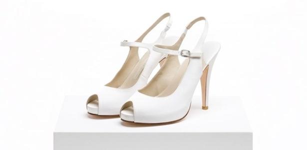 6376a2d61a Sapato em cetim de seda branco