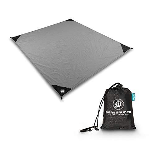 BERGBRUDER Nylon Picknickdecke - Pocket Blanket Wasserdicht, Ultraleicht & kompakt - Ground Sheet, Campingdecke, Stranddecke mit Tasche und Karabiner (Stone Grey, 200cm x 140cm)