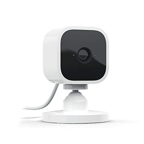Ti presentiamo Blink Mini - Videocamera di sicurezza intelligente per interni, plug-in, compatta, con video in HD a 1080p, rilevazione di movimento, compatibile con Alexa – 1 videocamera