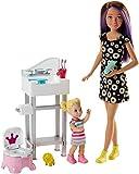 Barbie - Muñeca Skipper hermana de Barbie, niñera en cuarto de baño - (Mattel FJB01)
