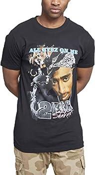 """Dieses 2Pac Shirt ist eine Hommage an einen der legendärsten Rapper überhaupt Der ikonische Portrait Druck auf der Front zeigt eine Collage von Tupac mit """"All Eyez On Me"""" Schriftzug Der lockere Schnitt und das Material aus reiner Baumwolle sorgen für..."""