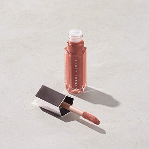 41vPqyA6eYL FENTY BEAUTY BY RIHANNA Gloss Bomb Universal Lip Luminizer The ultimate, gotta-have-it lip gloss with explosive shine that feels as good as it looks—in one universal rose nude shade. COLOR:Fenty Glow - shimmering rose nude