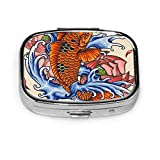 Pastillero japonés Koi Fish Tattoo Cute Pill Case píldora diaria portátil para bolsillo monedero maletín Travel Pills Box